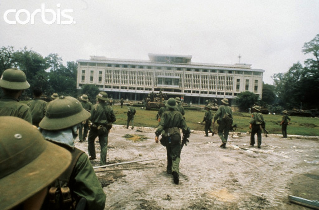 30 Apr 1975, Saigon, South Vietnam --- North Vietnamese troops seize the presidential palace in Saigon. --- Image by © Jacques Pavlovsky/Sygma/CORBIS
