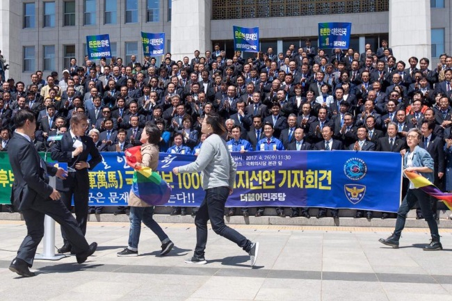 south-korea-protest-26-april