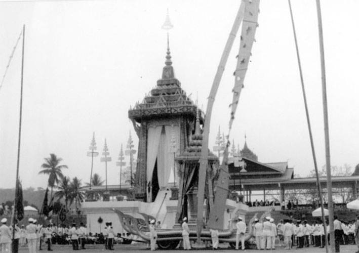 funeral ceremony laos king 10