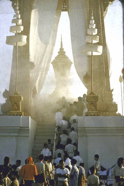 funeral ceremony laos king 13
